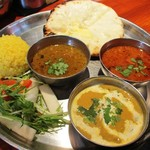 タンドールバル カマルプール - ホリディランチ(チーズクルチャ・カレー3種Ver)