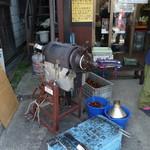 小布施 味麓庵 - 焼き栗の機械