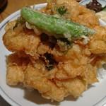 77069920 - 9/25(月)に食べた 小かき揚げ丼、小かき揚げ丼はシシトウが1本
