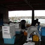 7707583 - すぐそばにある魚市場♪