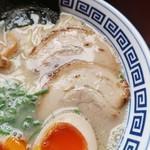 久留米ラーメン清陽軒 - チャーシューはバラロールでやや薄めのカット