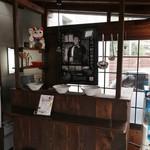 久留米ラーメン清陽軒 - 入口付近には色々と展示されてました