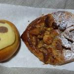 石窯パンの家 グラティエ - クリームパンダ・木の実のクロワッサン