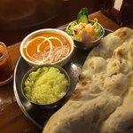 サンガム - Aランチ。バターチキンカレー辛口。ハマっている玉葱のアチャール。