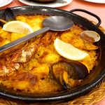 スペイン料理銀座エスペロ - 少し芯の残った米が、魚貝のスープをたっぷり吸って、濃いめの味で最高♪
