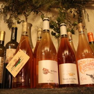 旨味爆発のオレンジワイン(自然派ワイン)がグラスでも♪