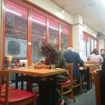 中華珍満 - テーブル席