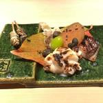 すし正 参玄 - 真魚鰹西京焼き、白子焼き、自家製唐墨、鯛せんべえ、ムカゴ、ぎんなん、 細魚と縞鰺の皮の串