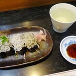 寿司懐石 かご家 - しらすの軍艦巻き