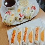 フルーツパーラーヤオイソ - スペシャルフルーツサンドセットと柿サンド