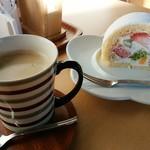 さっちゃんのママ - 料理写真:生ロールケーキ&アメリカン