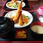 磯亭 - ジャンボエビフライ定食!そびえ立っている・・・