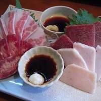 ととろ - 【馬肉 四種刺し盛り】熊本県より直送! 全く臭みのない自慢の馬肉です