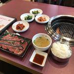77091976 - カルビ定食。                       税込860円。                       美味し。