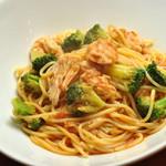 ランチ&バー 花菜 - ブロッコリーと蒸し鶏のトマトソース