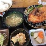 大衆食堂 鳥嶺 - 料理写真:鳥の半身素揚げ定食  972円