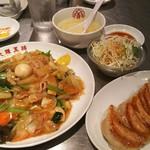 大阪王将 - 五目あんかけ焼きそばセット(餃子・サラダ・スープ付き) 980円