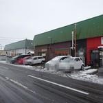 自家製麺 佐藤 - お店は長屋で左端が十郎兵衛、右端が佐藤です