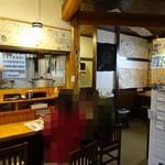 自家製麺 佐藤 - 店内はカウンター席のみ