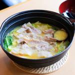 山梨ほうとう 浅間茶屋 - 山梨クリスタルポークの豚肉ほうとう