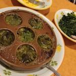 サイゼリヤ - エスカルゴのオーブン焼きとほうれん草のソテー