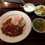77110400 - 「ガパオ(鶏肉のバジル炒めライス)」950円(税抜き)