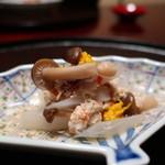 日本料理 子孫 - セコガニ、しめじ、うど、菊花の蟹酢和えアップ
