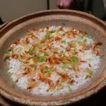 日本料理 子孫 - 桜海老、栗、三葉の炊き込み御飯アップ