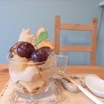 トントンカフェ - リンゴとぶどうのパフェ (2017年11月初旬限定)