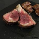 リストランテ ブォーノ - シストロン産の仔羊の背肉の瞬間燻製に青森県産地鶏の白レバー