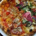 77119985 - 今週のピザ(シラス)とオルトラーナ系ピザのハーフ&ハーフ