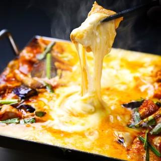 チーズ好きには堪らない?!チーズダッカルビもラクレットも鍋も