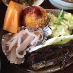 たから - 小皿(鮎甘露煮、コロッケ、ポテトサラダ、柿、なます?)