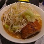 ラーメン 宮郎 - 盛り姿も実にスマートでイケ麺