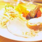 マイヨジョーヌ - ランチは前菜つきではボリュームたっぷり(一例)