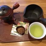 日本茶甘味処あずき - 八女茶、右上が湯冷まし