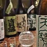 カープ鳥 - ドリンク写真:広島の日本酒を中心に揃えてます。また私、日本酒大好きなので県外からも好きなの集めてます(^o^)/くっー、旨い!ってなります。