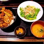 77129840 - 牡蠣天丼 800円 牡蠣の天ぷらが4つのっています。