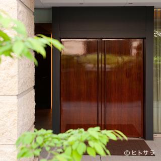 重厚な木戸を開ければ、そこは逸品たちが待つ世界