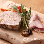 スペッロ - 素材の旨味が凝縮した『茶美豚とフォアグラ、ピスタチオのテリーヌとプロシュットコット』