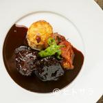 ビストロ オリーブ - 軽ろやかなソースで飽きのこない味わい! 『牛ほほ肉の煮込み カシスと赤ワインのソース』