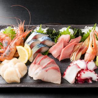 おつまみからメインの肉魚料理、〆の一品まで多彩な品揃え!