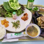Homeplus - 料理写真:「サムギョプサ厶パプ(삼겹쌈밥)」(7000ウォン)