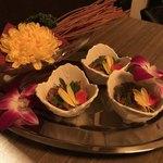 バル 肉屋のYOSHIDA - フライドパスタ、鶏皮ポン酢