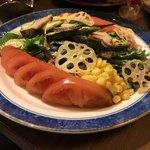 バル 肉屋のYOSHIDA - 彩り野菜サラダ
