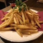バル 肉屋のYOSHIDA - トリュフ塩のポテトフライ