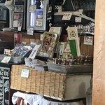 そば処 のざわ - 店に入ったところのこだわり…。お土産が盛りだくさん‼️ 店の活気を感じさせられる!
