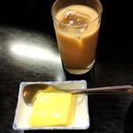 ラサ ボジュン - デザートとミルクティー
