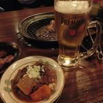 ホルモン専門店 焼肉 ホルモン番長 - 牛すじ煮込み&生ビール これで、500円+税とは安い!