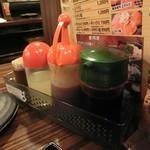 ホルモン専門店 焼肉 ホルモン番長 - 卓上タレと調味料